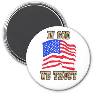 En dios confiamos en el imán de la bandera america