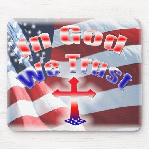 En dios confiamos en la cruz de la bandera alfombrilla de raton