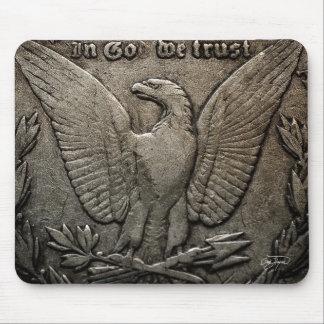 En dios confiamos en macro del dólar de plata de mouse pad