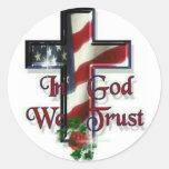En dios confiamos en pegatinas redondas