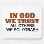 En dios confiamos en. ¡Todos los otros nosotros po Alfombrilla De Ratones