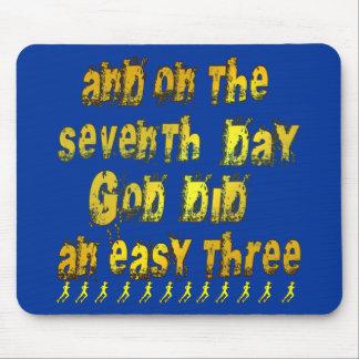 En el 7mo día dios hizo un humor corriente tres fá alfombrillas de ratón