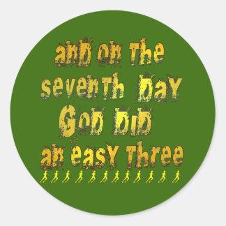 En el 7mo día dios hizo un humor corriente tres pegatina redonda