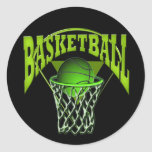 En el baloncesto y el tablero trasero del aro pegatina redonda
