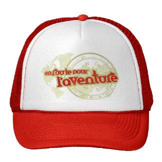 en el camino vierta el gorra del aventurero de los