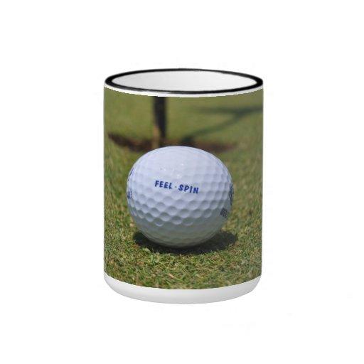 En el campo de golf taza a dos colores