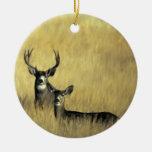 En el ciervo mula del puesto de observación ornamento de reyes magos