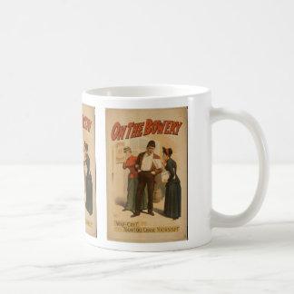 En el frondoso tazas de café
