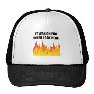 En el fuego cuando está conseguido aquí gorras de camionero