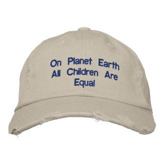 En el gorra de la tierra del planeta gorras de beisbol bordadas