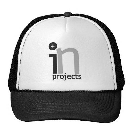 EN el gorra del camionero del proyecto
