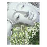 En el jardín - Quan Yin y flores Postal