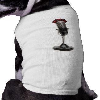 EN el micrófono del vintage del AIRE Ropa De Perros