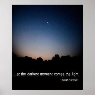 En el momento más oscuro viene la luz poster