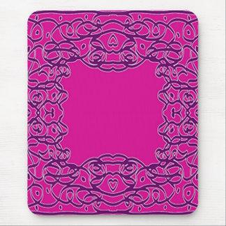 En el mousepad rosado del pañuelo
