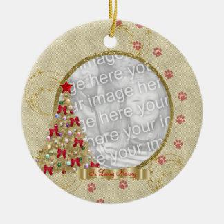 En el ornamento cariñoso de la foto de Pawprint de Ornamente De Reyes