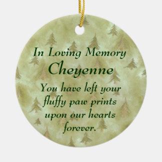 En el ornamento cariñoso del monumento del mascota adorno navideño redondo de cerámica