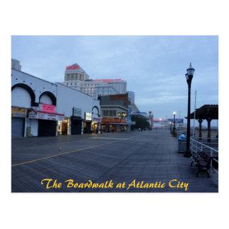 En el paseo marítimo en Atlantic City, NJ Tarjetas Postales