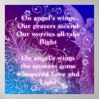 En el poster inspirado de las alas del ángel