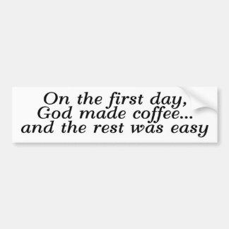 En el primer día, dios hizo el café… pegatina para auto
