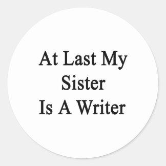 En el último mi hermana es escritor pegatina redonda