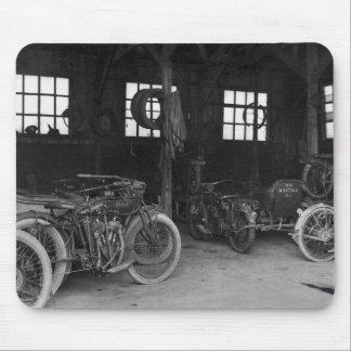 En el vintage WWII del garaje Alfombrilla De Raton