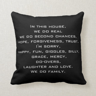 En esta almohada de tiro de la cita de la casa