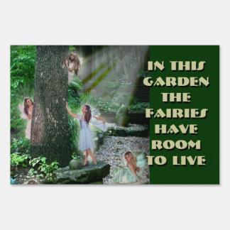En este jardín, las hadas tienen sitio de vivir letreros
