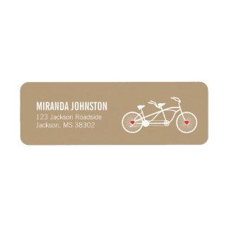 En etiquetas de dirección del boda de la bicicleta