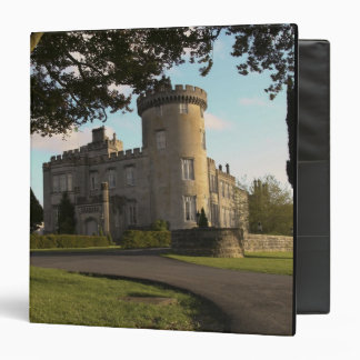 En Irlanda, la entrada lateral del castillo de Dro
