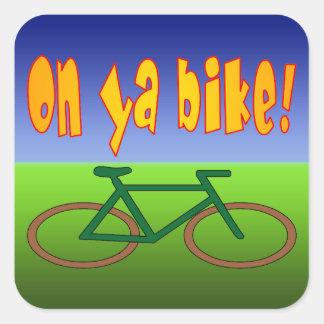 ¡En la bici de Ya! El ciclo va las emisiones cero Calcomanías Cuadradass