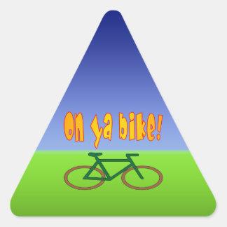 ¡En la bici de Ya! El ciclo va las emisiones cero Calcomanías Trianguladas