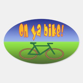 ¡En la bici de Ya! El ciclo va las emisiones cero Calcomanías Ovales Personalizadas