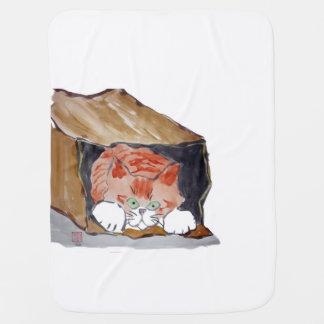 En la bolsa de papel - el gatito está ocultando… mantitas para bebé