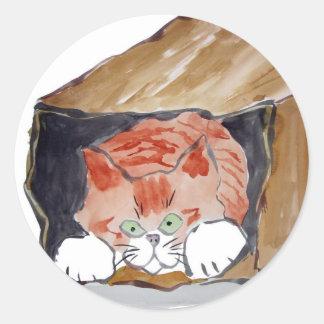 En la bolsa de papel - el gatito está ocultando… pegatina redonda