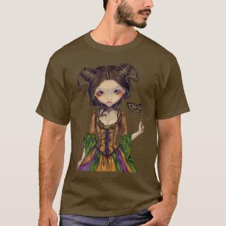 En la camisa gótica de la bola de mascarada