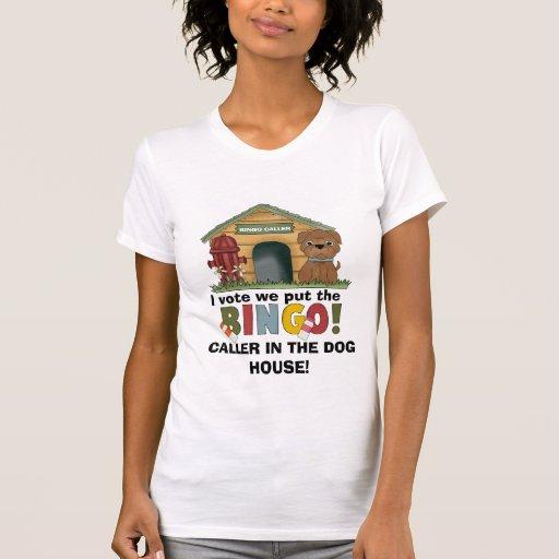 En la camiseta de la casa de perro
