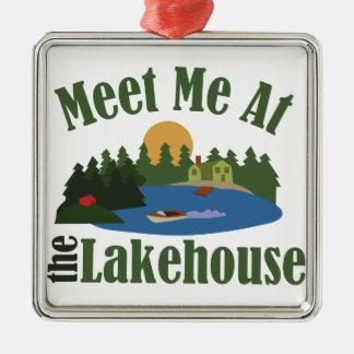 En la casa del lago adorno navideño cuadrado de metal