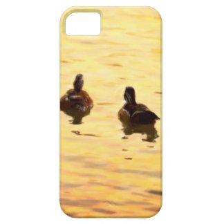En la charca de oro del pato iPhone 5 Case-Mate coberturas
