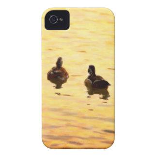 En la charca de oro del pato iPhone 4 Case-Mate funda