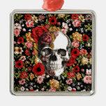 En la floración, estampado de flores retro con el adorno navideño cuadrado de metal