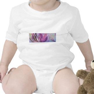 En la floración traje de bebé