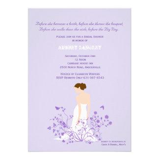 En la invitación nupcial de la ducha del jardín