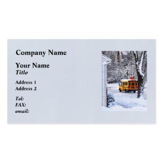 En la manera a la escuela en invierno tarjetas de visita