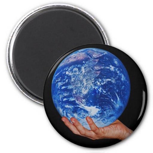 En la mano de dios imán redondo 5 cm