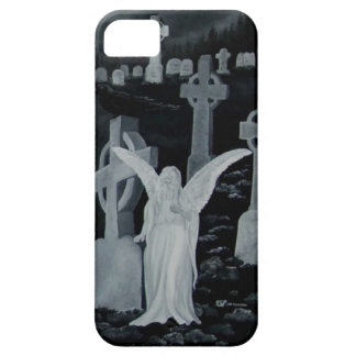 En la noche en el cementerio - ángel con el cuervo funda para iPhone 5 barely there