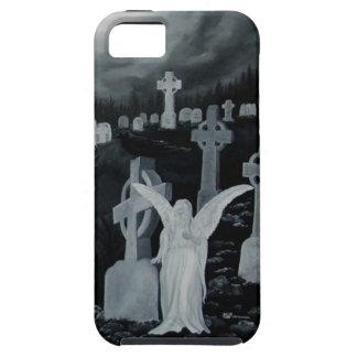 En la noche en el cementerio - ángel con el cuervo iPhone 5 carcasa