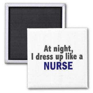 En la noche me visto para arriba como una enfermer imán cuadrado
