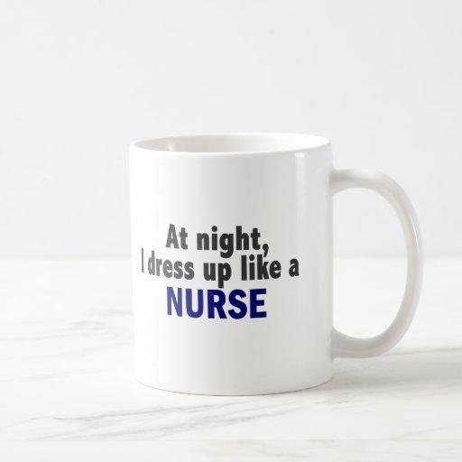 En la noche me visto para arriba como una enfermer taza