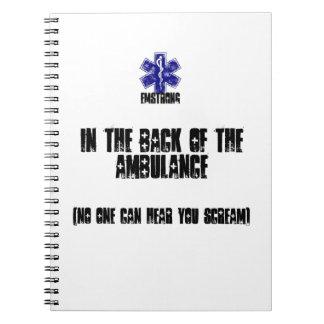 En la parte posterior de la ambulancia nadie oye libros de apuntes con espiral